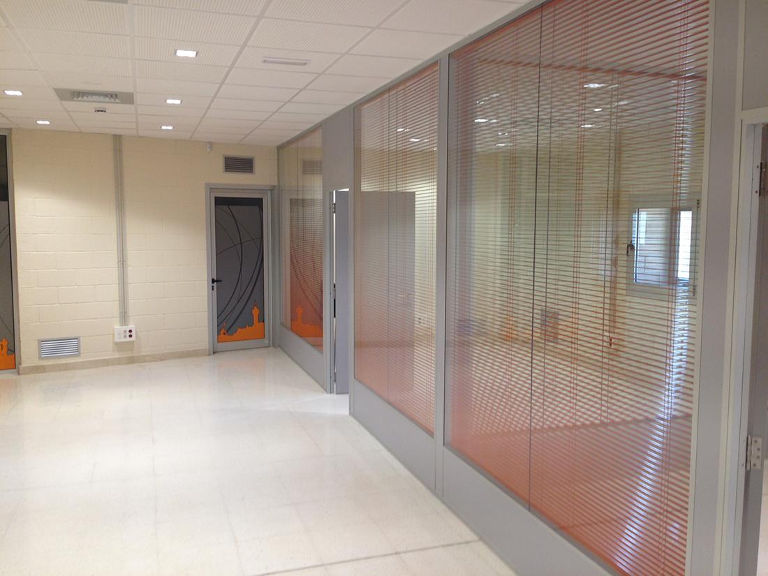 Mamparas divisorias de oficinas expertos en dise o de for Mamparas de oficina sevilla